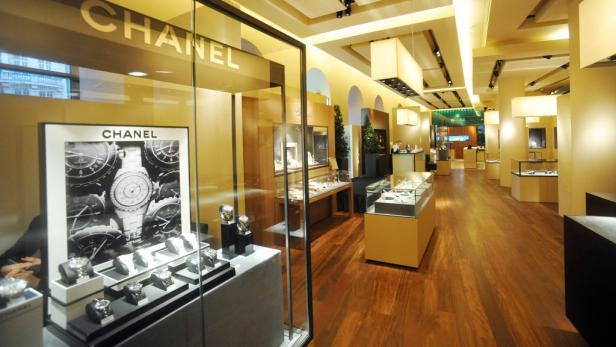 """""""Geldanlage neu"""": Im Haus der Erste-Bank-Zentrale am Wiener Graben verkauft ein Juwelier jetzt teure Uhren und Colliers um 1,2 Millionen Euro."""