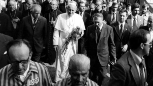 Papst Johannes Paul II. gedachte im Jahr 1979 im KZ Auschwitz der Opfer des Holocausts