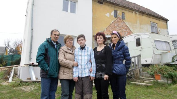 Betroffen: Im SPÖ-Heim am Wolfersberg beraten die Siedler, wie sie die Stadt noch umstimmen können. Sie fürchten um ihre Eigenheime.