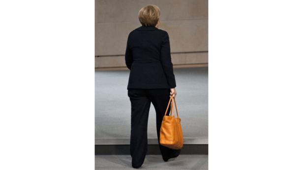 Ein Glas Wein für die Gastgeberin, Orangensaft für den Gast: Kanzlerin Merkel informierte Kanzler Faymann in Berlin über ihre Pläne zur Bekämpfung der Euro-Krise.