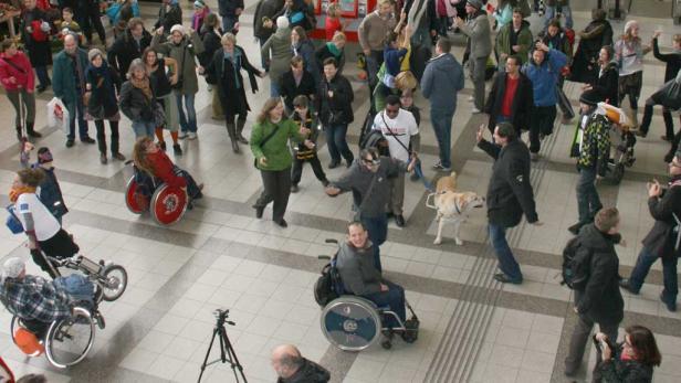 Rollstuhltänze am Wiener Westbahnhof