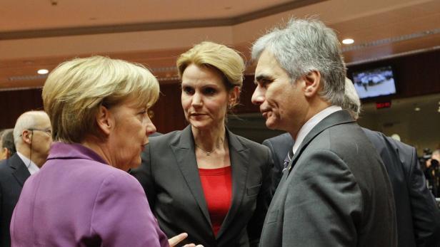 Gipfel-Gespräch: Merkel, Thorning-Schmidt (Dänemark), Faymann.