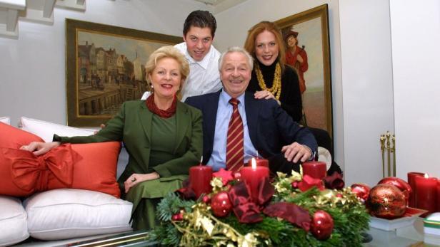 """Happy Family: Serafin mit seiner 2. Frau Ingeborg """"Mausi"""", Sohn Daniel und Tochter Martina (aus 1. Ehe)."""
