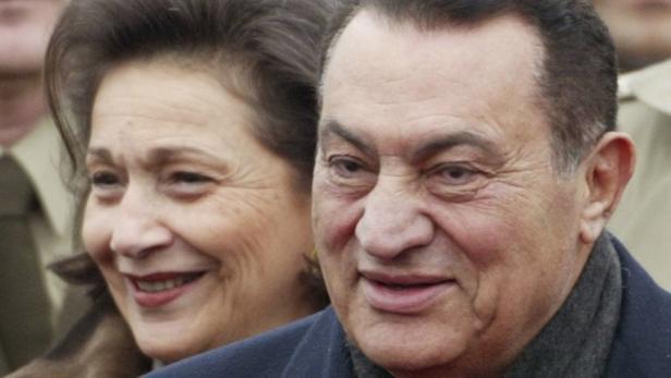 Hosni Mubarak (83) ist in Haft, Ehefrau Suzanne unter Hausarrest.