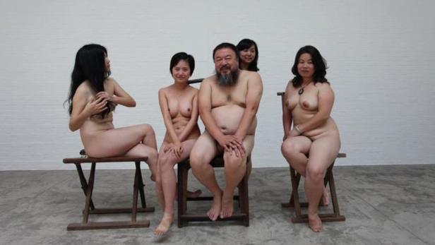 Nacktheit als Tabubruch: Ai Weiwei & vier Frauen.