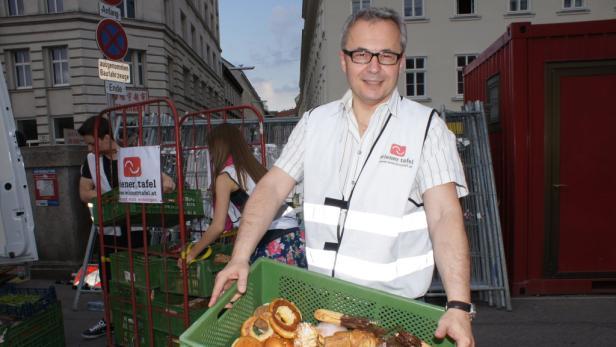Hamstern für arme Menschen: Auch Peter Gangl, Finanzchef bei IBM, half am Wiener Naschmarkt mit, Essen vor dem Müll zu retten