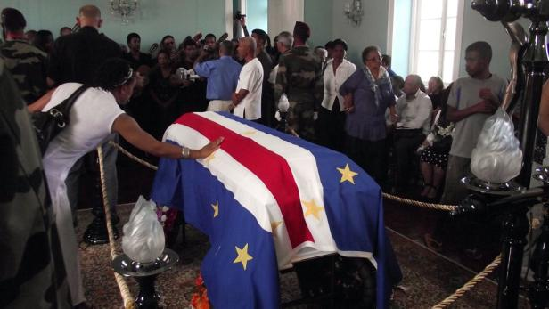 EPAepa03039690 Mourners pay their respect to Cape Verdean singer Cesaria Evora as she lies in state during the funeral ceremonies in Mindelo, Sao Vicente Island, Cape Verde, 20 December 2011. Evora died at the age of 70 in a hospital in her native country