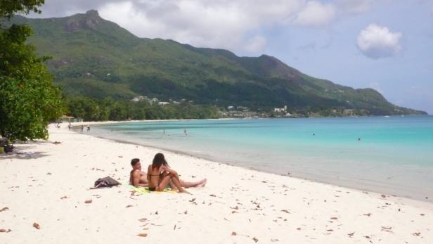 Die weitläufige Beau-Vallon-Bucht auf Mahé ist ein Paradies für Schwimmer.