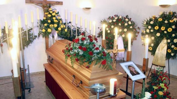 Tod auf der Skipiste: Beata Christandl, die Frau eines hochrangigen Heeresoffiziers, starb, weil Ex-Politiker Althaus wie ein Pistenrowdy fuhr