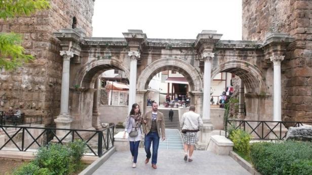 ... ein Besuch beim Hadrianstor Pflicht.
