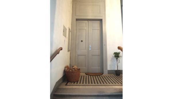 Tatort: Die Täter hatten die Tür mit einem Brecheisen geöffnet.
