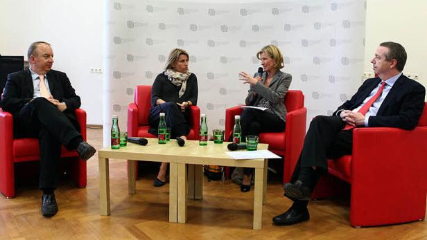 Gesundheits-Talk: M. Gnant (Brustkrebsspezialist), M. Strauss (Europa Donna), M. Salomon (KURIER), W. Bonitz (Novartis), v. li. n. re