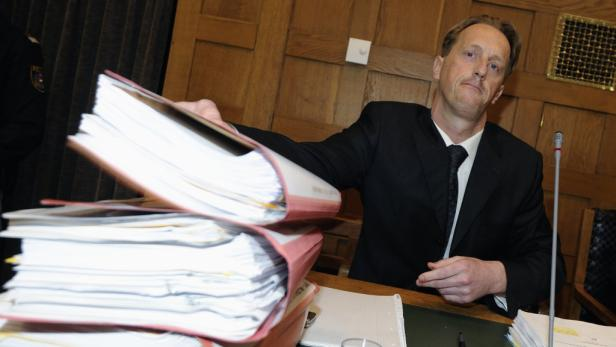 Pflichtverteidiger Edgar Veith vor Beginn der Verhandlung