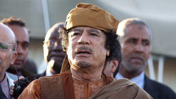 Je älter Gaddafi wird, desto gieriger wird er nach Jungfrauen.