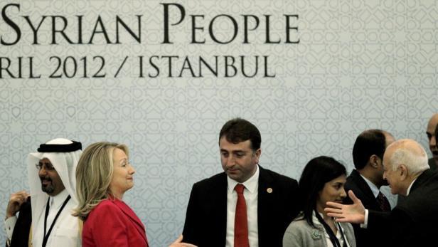 Hochkarätige Konferenz in Istanbul: Vertreter von 83 Organisationen und Staaten, darunter US-Außenministerin Clinton, berieten, wie Syriens Machthaber Assad zu stoppen sei