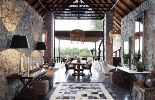 Londolozi-private-granite-interiors-dining-room_Credit_Rhino Africa.jpg