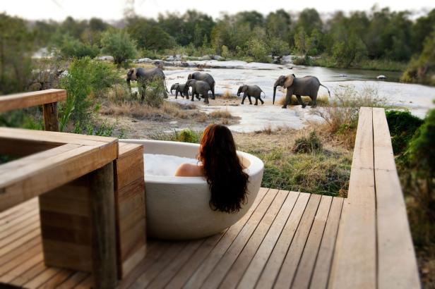 londolozi-private-granite-room-suite-private-deck-tub-02_Credit_Rhino Africa.jpg