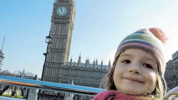 Big Ben und Houses of Parliament: Warm anziehen und Kamera raus heißt's im Doppeldeckerbus, der an allen wichtigen Sehenswürdigkeiten der Stadt vorbeifährt.