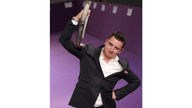 REUTERSSinger Andreas Gabalier holds up his trophy for best folk music at the Echo Music Awards ceremony Berlin March 22, 2012. Established in 1992, the German Phonographic Academy honours national and international artists with the Echo German music priz