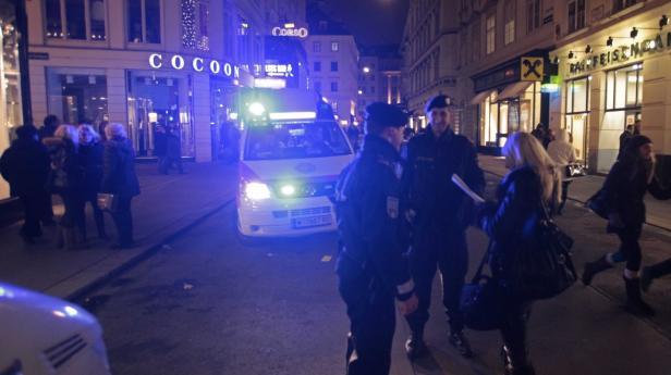 Silvester, Polizei Taschenkontrolle, Feuerwerksrak…