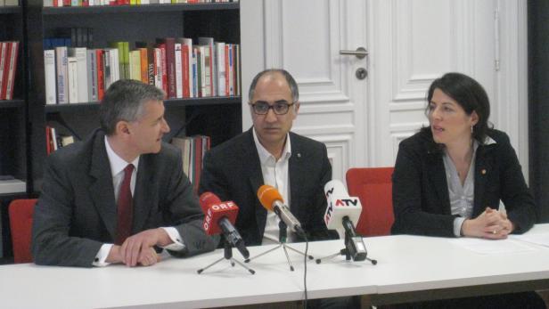 Akilic mit seinen neuen Parteifreunden Niedermühlbichler (re.) und Tanja Wehsely