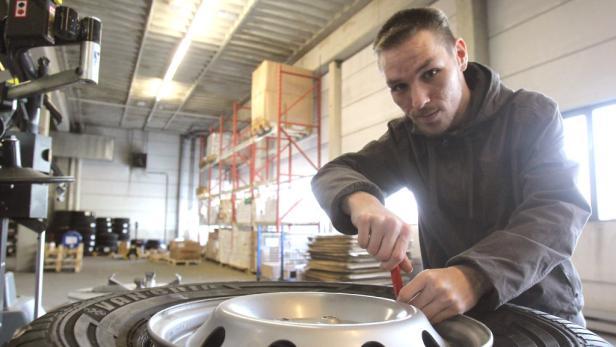 Herbert Sidlo, 27, wurde von Reifen Kiefer nach fünf Jahren Arbeitssuche übernommen