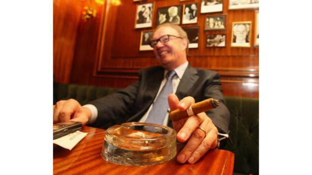 Interview mit Hans-Kristian Hoejsgaard, CEO der Oettinger Davidoff Group in der Bar des Hotel Bristol in Wien