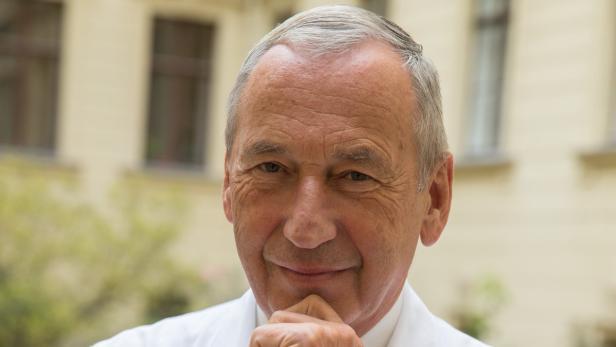Der Mediziner und Theologe Univ.-Prof. Johannes Huber