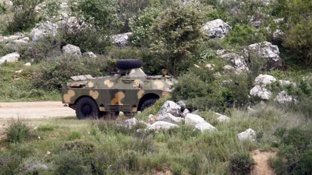 Gleich jenseits der Grenze lauern die Assad-Truppen