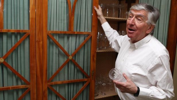 Ordnung muss sein: Im Kühlschrank und im Josefinischen Schrank mit den Lobmeyr-Gläsern.