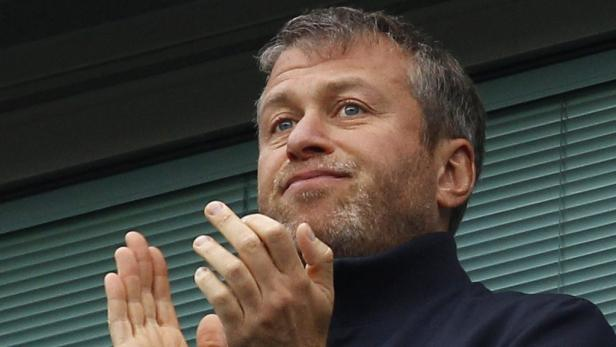REUTERSChelsea owner Roman Abramovich applauds at the start of the English Premier League soccer match between Chelsea and Manchester City at Stamford Bridge in London March 20, 2011. REUTERS/Suzanne Plunkett (BRITAIN - Tags: SPORT SOCCER) NO ONLINE/INTER