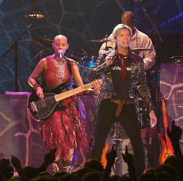 David Bowie mit Bassistin Gail Ann Dorsey