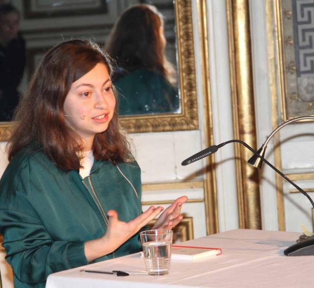 Luna Al-Mousli bei ihrer Lesung beim Kinderliteraturfestival im Palais Auersperg