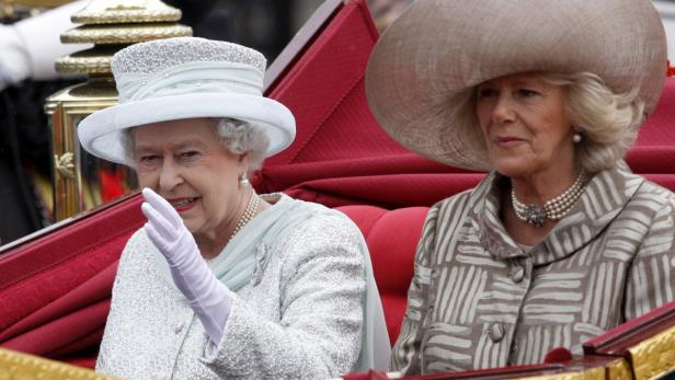 EPAepa03250080 Britains Queen Elizabeth II (L) and Camilla Duchess of Cornwall are seen during the Carriage Procession from Westminster Hall to Buckingham Palace in London, Britain, 05 June 2012. The British Royal Familys procession followed a national se