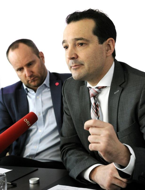 Neos-Sozialsprecher Gerald Loacker rechts neben seinem Parteichef Matthias Strolz