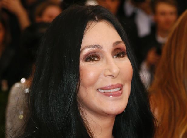 Cher arrives at the Metropolitan Museum of Art Cos