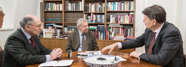 Hugo Portisch (Mitte) im Gespräch mit Georg Markus und Helmut Brandstätter