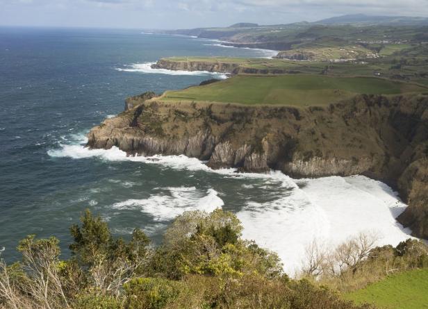 Die Atlantikküste von São Miguel