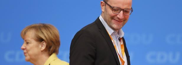 Jens Spahn (r.) ist nicht einer Meinung mit Angela Merkel