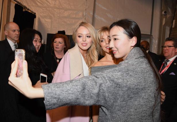 Tiffany bei der Taoray Wang Fashion Show
