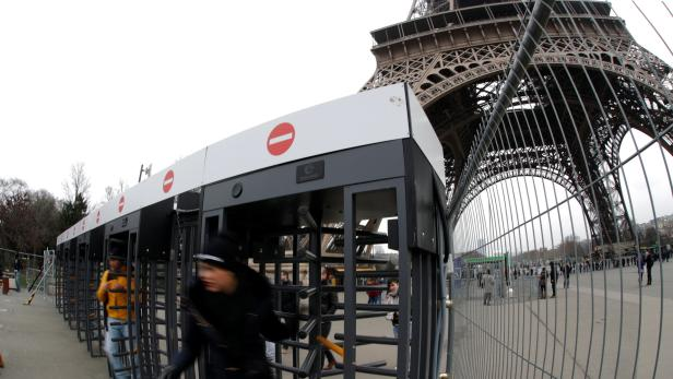 Visitors leaves the Eiffel tower through gates sur