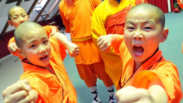 """Voll im Training: Die besten """"Shami"""" (7- bis 11-jährige Jungmönche) dürfen mit auf die Show-Tour."""