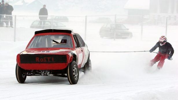 Skijöring: Bei der Fulda Challenge kommt ein Kia Sportage zum Einsatz.