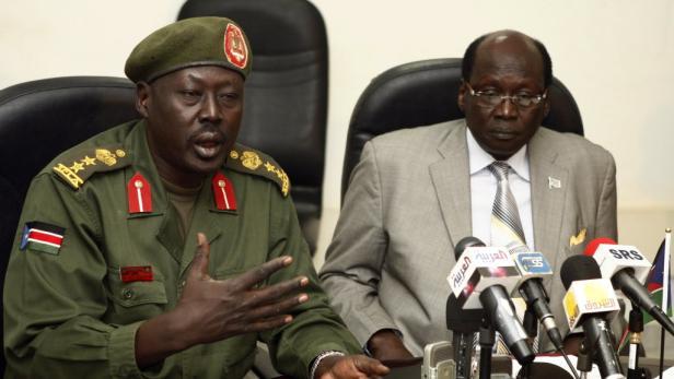 Ein Sprecher der südsudanesischen Armee berichtete bei einer Pressekonferenz über die Operation gegen die Angreifer.