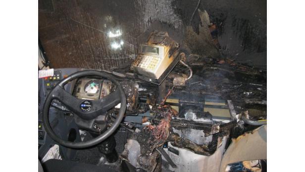 Technischer Defekt setzte in Großweikersdorf Postbus in Brand