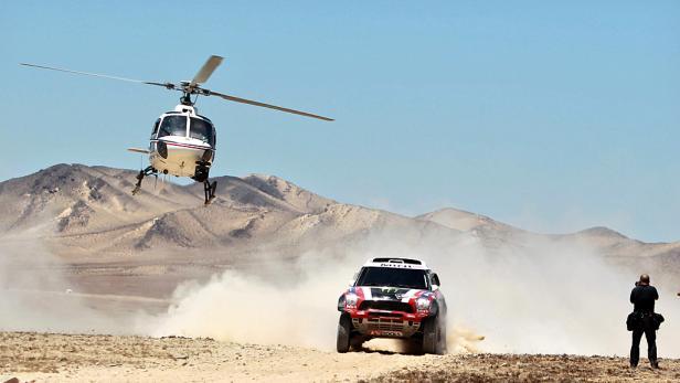 Beobachtung: Die Fahrer werden stets von Helikoptern begleitet.