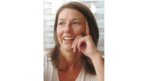 """Gabi Waldner moderiert das Politikmagazin """"Report""""."""