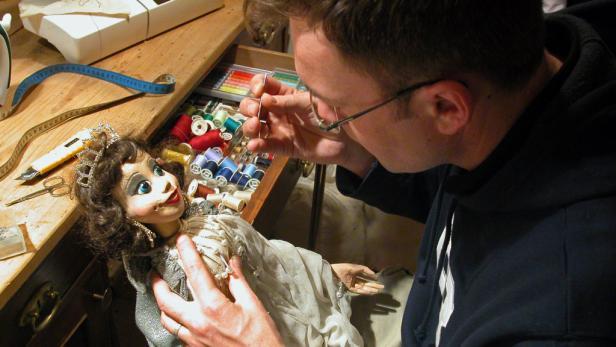 In einer neuen Puppe steckt ein Monat liebevoller Arbeit.