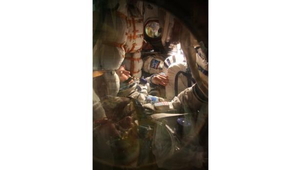 Enger wohnen: Probesitzen vor dem Abflug zur ISS Raumstation.