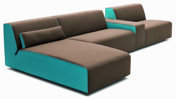 """Sofa """"Kelp"""" von COR wurde vom deutschen Designer Karsten Weigel entworfen. Das Polstermöbelsystem umfasst Sofas in verschiedenen Breiten, Sessel mit und ohne Armlehnen, Hocker sowie ein Eck- und Liegenelement."""